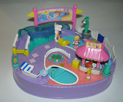 Vintage Polly Pocket Magical Swimabout / Schwimmbad Pool Party 1997 Magnet