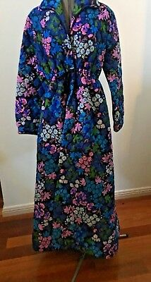 Vintage 70s Floral Bewitched Quilted Dressing Gown Housecoat