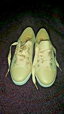 Ladies casual shoes size 5 NEW cream