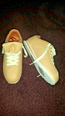 Ladies casual shoes size 5 NEW