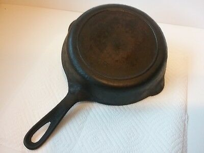 GRISWOLD ERIE (4TH SERIES) CAST IRON SKILLET No. 5 724