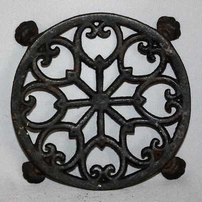 """Vintage Early John Wright Inc. Cast Iron Trivet No 281 4 Footed 5 1/4"""" Diameter"""