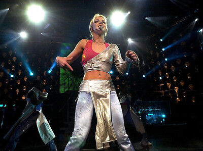 Britney Spears UNSIGNED photo - M4450 - American singer and actress - NEW IMAGE!