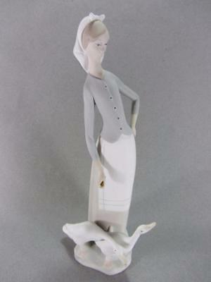 """Lladro Figurine #1035 """"Tall Lady w/ Geese"""" Excellent No Box"""