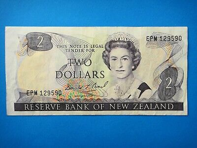 1989-1992 - New Zealand  $2 Dollar  Old Paper Banknote aEF Condition