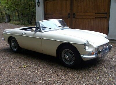 MGB Roadster 1973 Old English White