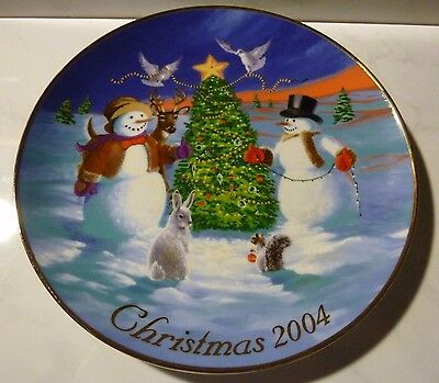 Collector Plate Trimming The Tree With Friends Avon Christmas 2004 Trimmed 22K