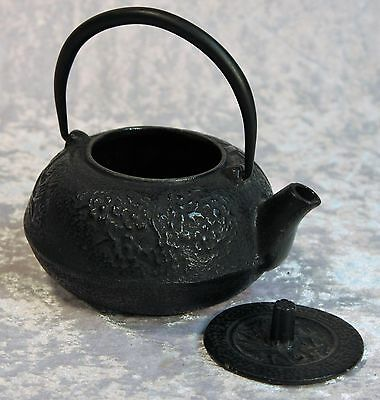 "Heavy Cast Iron Japanese Black ""Bamboo"" design Tea Pot & Cover"