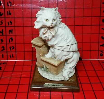 VINTAGE GIUSEPPE G. ARMANI FLORENCE ITALY 1983 FIGURINE of CAT on Steps Signed