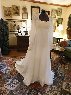 Gorgeous Vintage Long Sleeve White Wedding Gown Alencon Lace & Chiffon Size 6