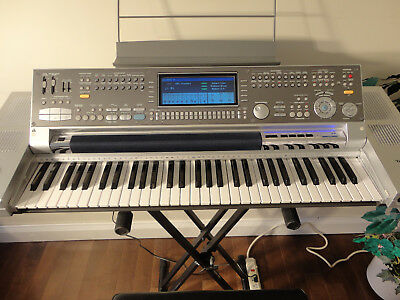 Technics sx-KN7000 Digital Keyboard with gear - nearly mint