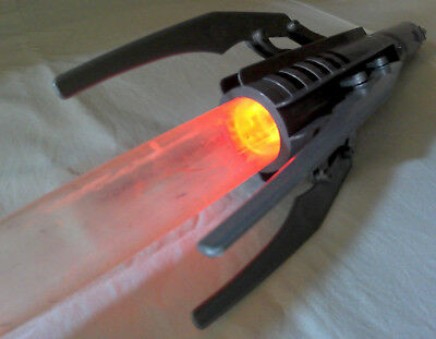 STAR WARS The Force Unleashed Deluxe Electronic Lightsaber Light & Sound 2007 HA