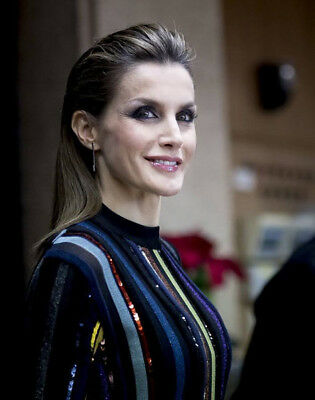 Queen Letizia of Spain UNSIGNED photograph M5018 NEW IMAGE!!!!