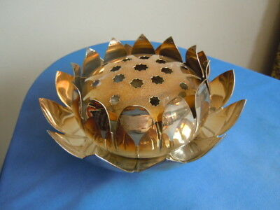 yeoman plate silver plated on brass water lily centrepiece with frog