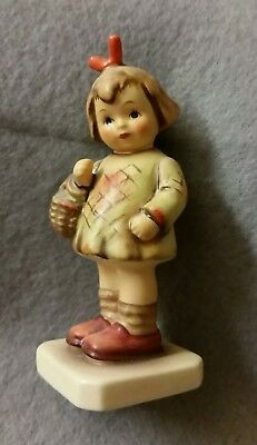 Hummel club figure HUM479 Girl with Basket I brought you a gift.#284 01-479-01-3