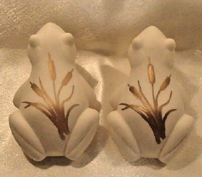 """Pair Lenox Everyday Wishes for """"Prosperity"""" Frog, with Gold Cattails"""