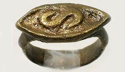 "Ancient Roman Celtic Heavy Bronze Engraved ""S"" Relief Ring Size 6¼"