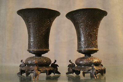 Pair of vases cornet bronze patina medal pattern chiseled Indochina 19e