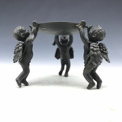 The bronze candlestick in ancient China was hand-made by three children