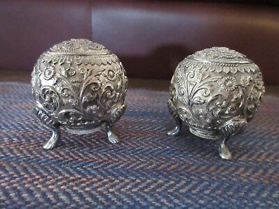 Pairpoint Repousse Salt Pepper Shakers Silverplate  B 726 Footed Design