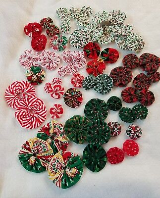 yo yos hand made assorted sizes vintage christmas fabric lot of 60 - Vintage Christmas Fabric