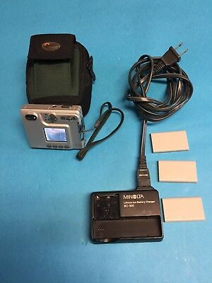Minolta DiMAGE Xt Compact Digital Camera, Case, Charger Cable, and 4 Batteries