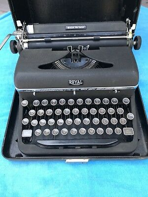 Vintage Royal Quiet De Luxe Portable Typewriter w/Case 1947 Hemingway's Choice