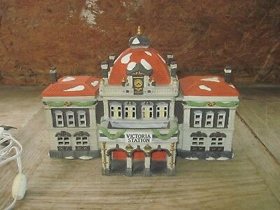 """DEPT 56 """"VICTORIA STATION"""" Dickens Village Series, Very Large Christmas Building"""