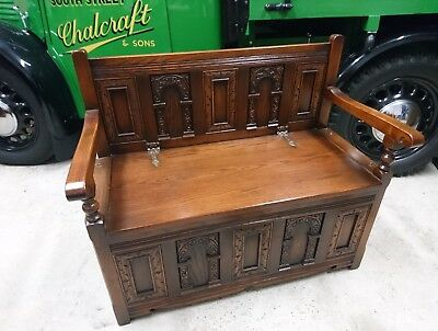 OLD CHARM CARVED OAK HALL BENCH SETTLE. Superb condition