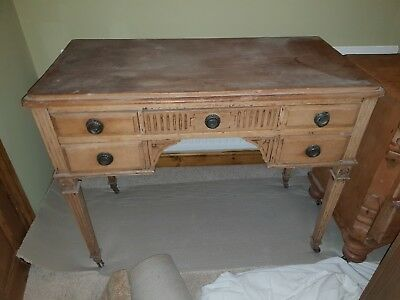 Antique desk  lovely condition just no room for it anymore.