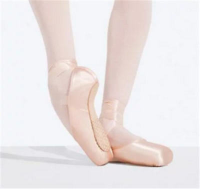 Capezio Ava #2.5 Shank Pointe Shoe Adult Size 5.5M  (Fits Youth Size 3.5)
