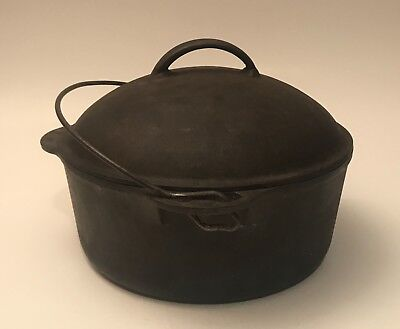 Vintage Griswold No. 8 cast iron round dutch oven pot with matching No. 8 lid