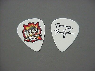 Kiss guitar pick Tommy Thayer Hottest Show!