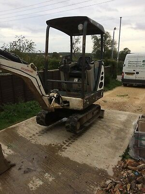 Terex 1.5 Ton Mini Digger With 3 Buckets.