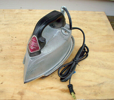 """Vintage """"Steam Electric Corp."""" Steaming Iron w/Stand & Cord  - Working Condition"""