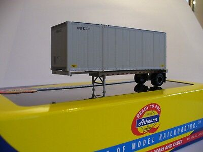 ATHEARN HO Scale 91917 United Parcel Service UPS 28' CONTAINER Chassis Trailer