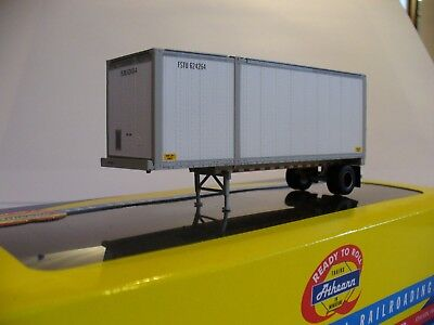 ATHEARN HO Scale 91920 United Parcel Service UPS 28' CONTAINER Chassis Trailer
