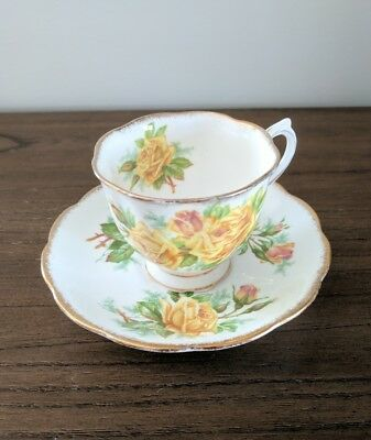 ROYAL ALBERT Tea Rose Tea Cup and Saucer from the 1940s in Great Condition