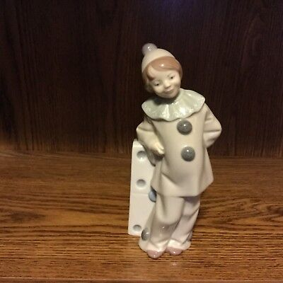 Lladro  'GIRLCLOWN WITH DOMINO'