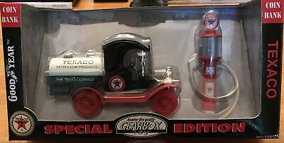 Gearbox TEXACO 1912 Ford Model T Oil Tanker and Wayne Gas Pump Coin Bank