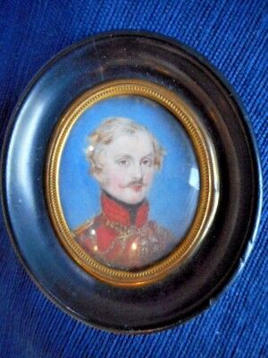 18th CENTURY PORTRAIT MINIATURE OF AN OFFICER