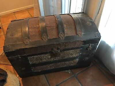 Antique Steamer Trunk Vintage Stagecoach Chest Dome Hood