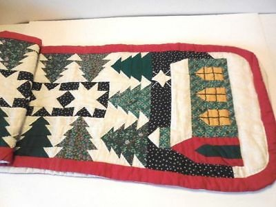 Christmas Table Runner - Quilted Runner w Houses & Trees - Nice!