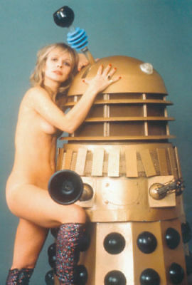 """Katy Manning UNSIGNED 6"""" x 4"""" photograph - NAKED!!! - Doctor Who - 8702K"""