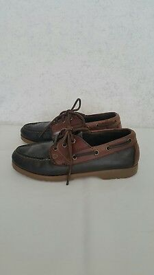 Boy's Vintage Hush Puppies leather docksides. Size 3.5
