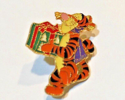 Disney Pin #30698-Tigger Holding a Gift-Pooh & Friends An Enchanted Christmas