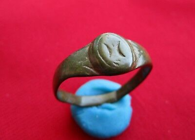 ANCIENT ROMAN BRONZE RING - moon symbols engraved . amazing patina