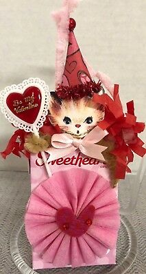 Handmade VALENTINE SWEET HEARTS BOX CHENILLE PIPE CLEANER CAT ORNAMENT