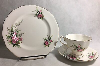 VINTAGE ROYAL ALBERT ENGLAND FOOTED TEACUP AND SAUCER Plate- LILY OF THE VALLEY