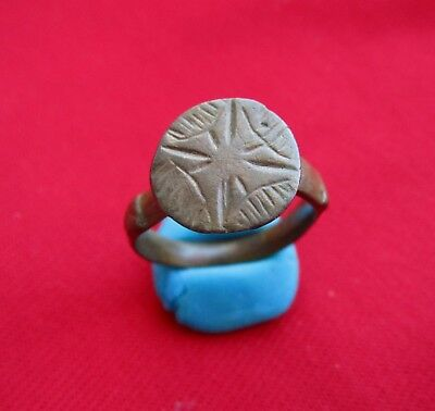 Gorgeous Ancient Roman bronze ring / STAR ENGRAVED . IV century